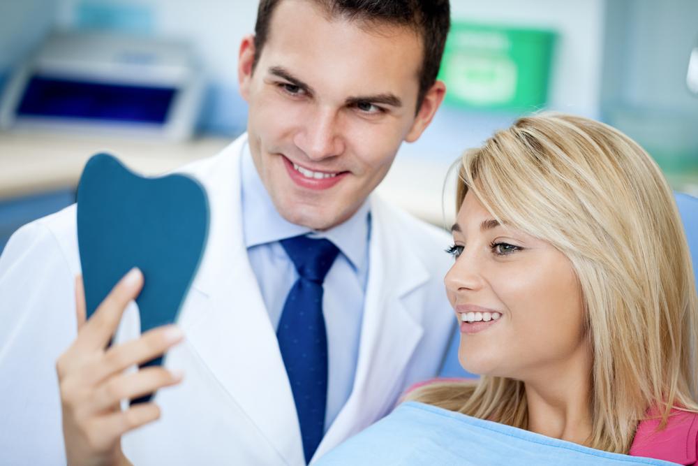 מטופלת אחרי טיפול ציפוי שיניים בטורקיה